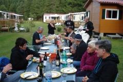 11 Gemütliches Abendessen auf dem Campingplatz